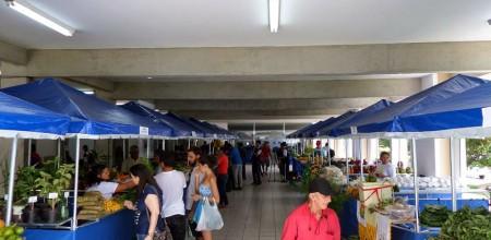 Segundo os produtores, grande parte dos produtos são de origem orgânica, sem aplicação de agrotóxico, o que dá a ele um valor igual do produto convencional vendidos nas feiras de Manaus