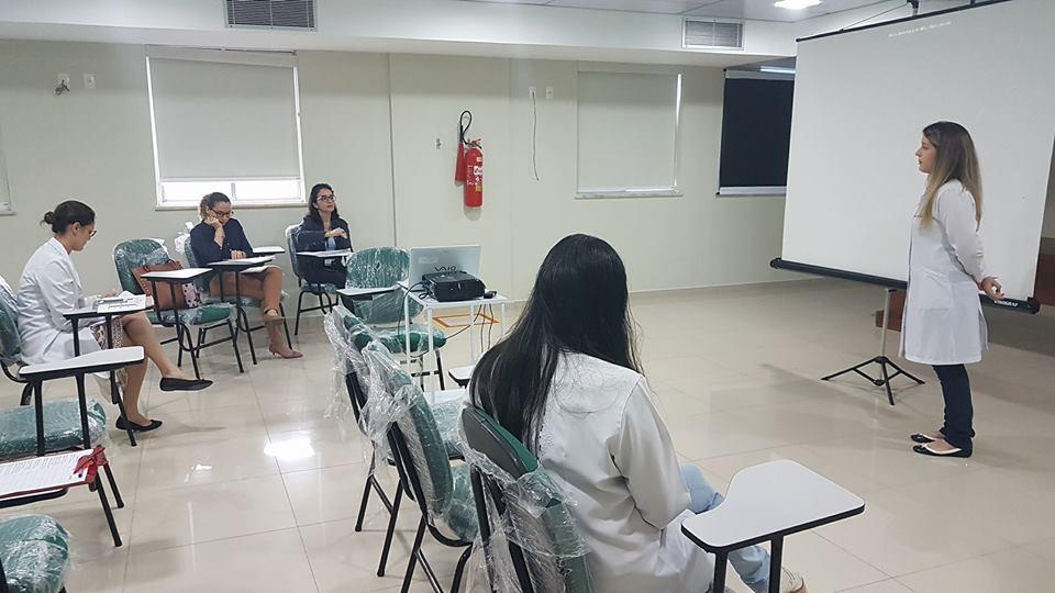 Pesquisadora Bruna Cruz durante apresentacao da pesquisa_CREDITO_Patrícia Trigueiro_ASCOM_FCECON 01