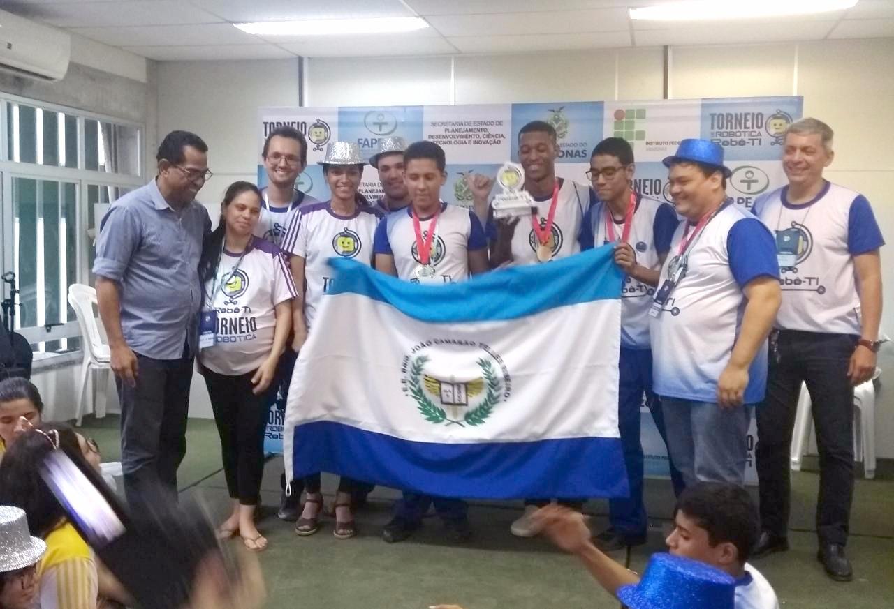 1º lugar - Robô Ti Manaus