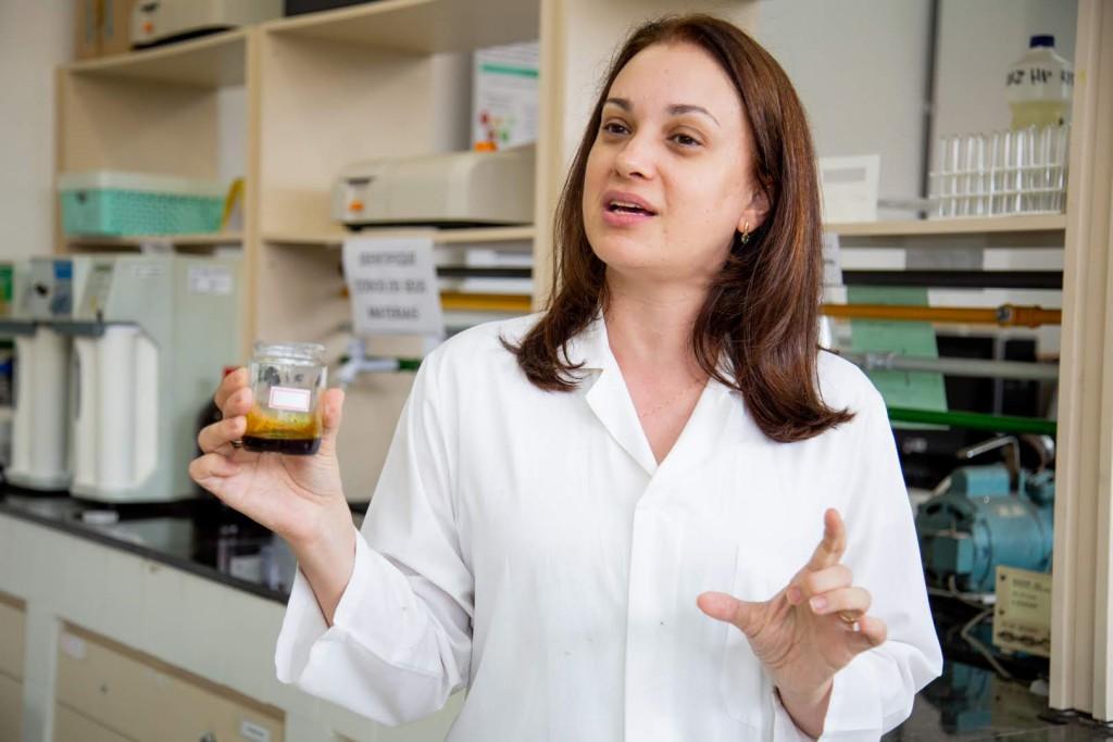 Dra. Patrícia Albuquerque - UEA - Extrato e Óleo