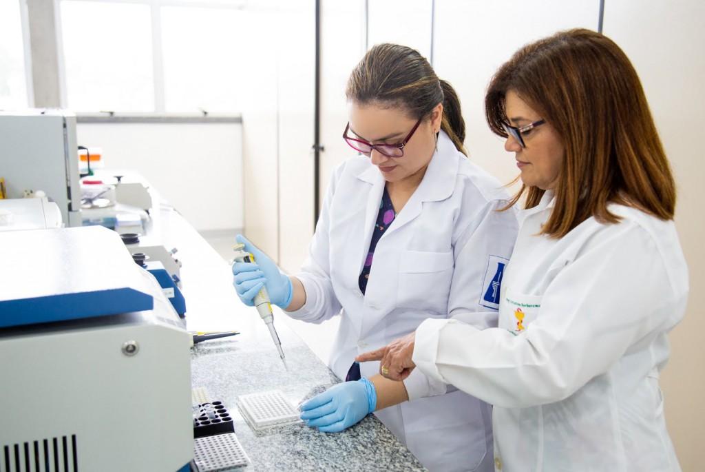 Dra. Evellyn e Dra. Cristina  - UFAM - Fotos Érico X-5